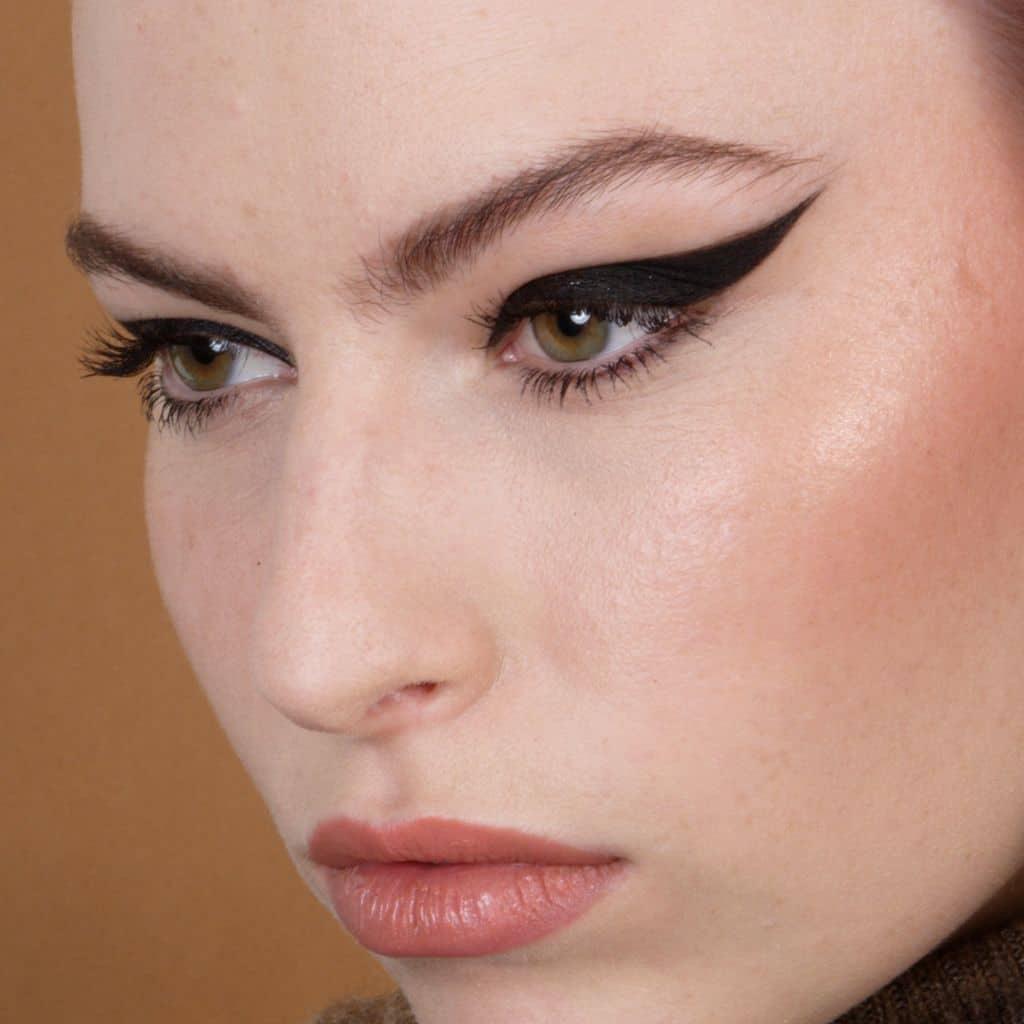 Graphic liner, Maquilleuse beauté, Maquillage beauté, Maquillage beauté naturel, Maquillage sophistiqué, Maquillage beauté sophistiqué, Maquilleuse professionnelle, Maquilleuse diplômée, France, IdF, Paris, Sucy, Sucy-en-Brie