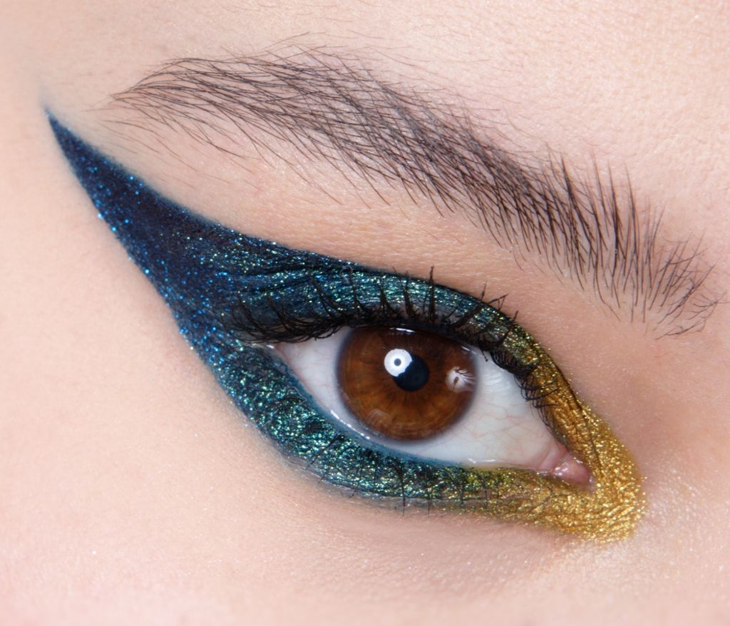 Graphic glittery eye, Maquillage yeux, Eye makeup, Smoky eye, Eye liner, Maquilleuse professionnelle, Maquilleuse diplômée, France, IdF, Paris, Sucy, Sucy-en-Brie